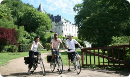Self-guided cyclists outside a Chateau close to the River Cher