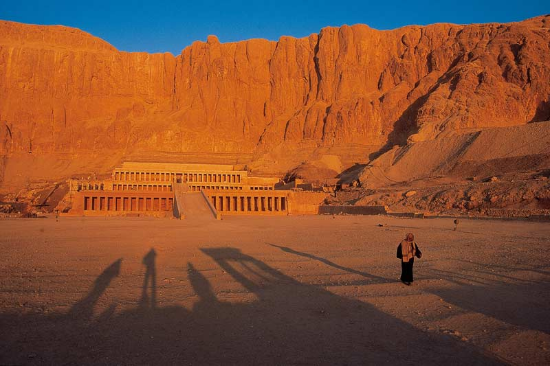 Quenn Hatsepshut's temple, Luxor, early morning