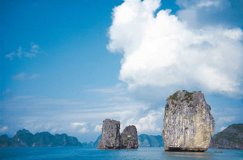 Rock pillars, Halong Bay