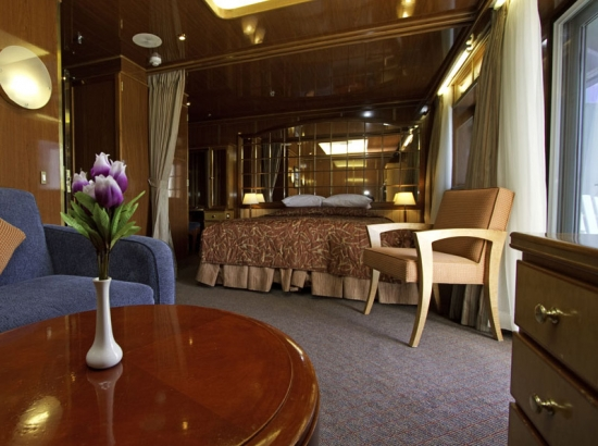 Suite Deck Six, with king bed and balcony
